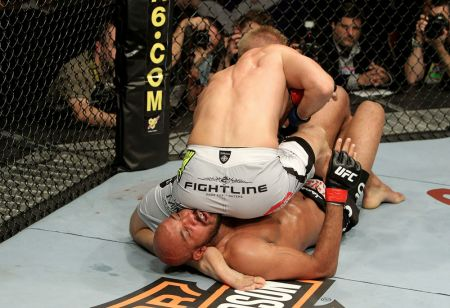 .Cyrille-Diabate-vs-Gustafsson-UFC-120_m.jpg